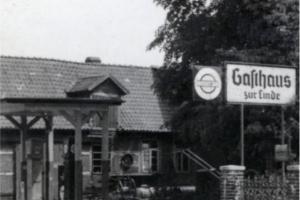1942_334_01 Tankstelle vor der Schmiede um 1942